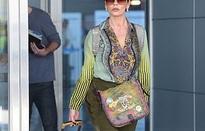 """Catherine Zeta-Jones gây choáng khi đeo túi """"xấu xí"""" siêu đắt"""