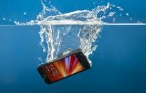 Những sai lầm lớn khi cố cứu điện thoại bị ngấm nước