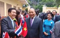 Thủ tướng thăm Đại sứ quán và cộng đồng người Việt Nam ở Thái Lan
