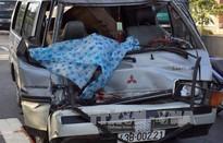 Xe ô tô chở gỗ lậu tự gây tai nạn, phụ xe tử vong