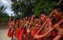 Bộ lạc sống tách biệt trong rừng Amazon yêu thích tiệc tùng