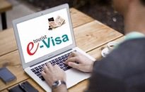 Tiếp tục thí điểm cấp thị thực cho người nước ngoài