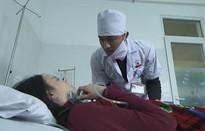Quỳnh búp bê - Tập 14: Bị vu tội giết người, Cảnh dí dao vào cổ ông Cấn, đưa mẹ con Quỳnh bỏ trốn