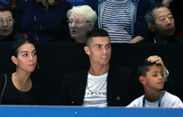Đối mặt với cáo buộc quấy rối tình dục, Cristiano Ronaldo bình thản đi xem tennis