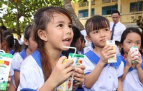 Sữa sử dụng trong chương trình sữa học đường tại Hà Nội là sữa tươi