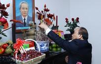 Lãnh đạo Chính phủ dâng hương tưởng nhớ Tổng Bí thư Nguyễn Văn Linh và Thủ tướng Phạm Văn Đồng