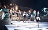Louis Vuitton ra mắt bộ sưu tập mới ở Bảo tàng Louvre