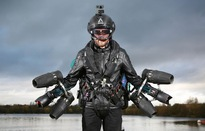Thử nghiệm bộ quần áo động cơ phản lực