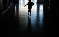 Thông tin trẻ bị xâm hại phải được xử lý trong 2 giờ?