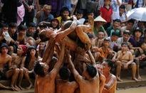 Báo Anh đăng chùm ảnh đẹp giới thiệu lễ hội cầu nước của Việt Nam