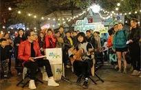 """Lần đầu tiên """"Ghế không tựa"""" đưa trường quay ra phố Tạ Hiện đón tiếp Lê Cát Trọng Lý"""