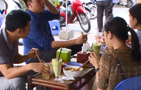 """Kinh doanh kiểu """"cộng sinh"""" tại vỉa hè Hà Nội"""