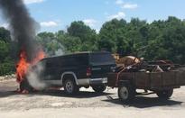 Cậu bé 9 tuổi nhanh trí, cứu em trai khỏi xe ô tô đang cháy