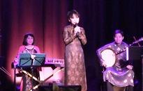 Nghệ sĩ Việt biểu diễn đờn ca tài tử tại Pháp