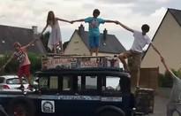 Gia đình 18 năm vòng quanh thế giới trên xe hơi cổ