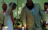 Ấm áp hôn lễ của cặp đôi trẻ giữa bão Florence