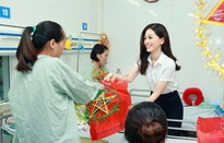 Vừa về Hà Nội, Á hậu 1 Bùi Phương Nga liền đi trao quà Trung thu cho trẻ em
