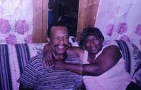 Cụ ông 99 tuổi đi bộ 10km mỗi ngày để thăm vợ ở bệnh viện