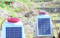 Nông dân chế tạo máy phun thuốc trừ sâu chạy bằng năng lượng mặt trời