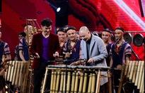 Nhóm nhạc 100 thành viên khiến 4 HLV Ban nhạc Việt phấn khích