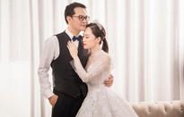 Ngắm bộ ảnh cưới ngọt ngào của NSND Trung Hiếu