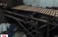 Rùng mình cơ sở sản xuất bánh kẹo siêu bẩn tại La Phù