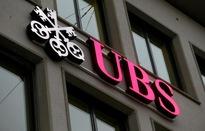 """UBS bị phạt vì """"chặt chém"""" khách hàng giàu có suốt 10 năm"""