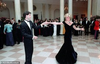 Bán đấu giá bộ váy dạ hội của Công nương Diana
