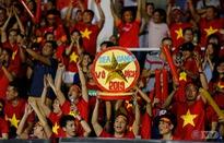 ẢNH: Rạng rỡ sắc màu CĐV Việt Nam trong chiến thắng kịch tính trước U22 Indonesia