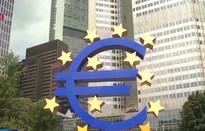 ECB quyết định hạ lãi suất, tái khởi động chương trình mua trái phiếu