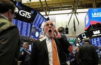 """Thị trường Mỹ lo ngại """"đường cong lợi suất đảo ngược"""""""