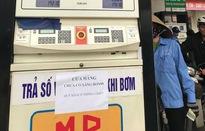 Nhiều cửa hàng ở Hà Nội thông báo hết xăng RON 95