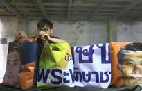 Thái Lan tái chế băng rôn tranh cử thành túi xách