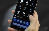 """""""Đen hóa"""" toàn bộ giao diện điện thoại của bạn với Dark theme của Android Q"""