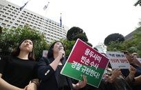 Phụ nữ Hàn Quốc biểu tình vì những bê bối xung quanh Burning Sun