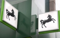 Anh: Tập đoàn ngân hàng Lloyds đóng băng 8.000 tài khoản để chống rửa tiền