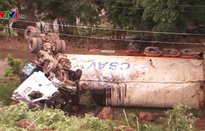 Lại xảy ra lật xe đầu kéo trên Quốc lộ 279, Điện Biên