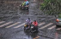 Trung Bộ nắng nóng gay gắt, Bắc Bộ và Nam Bộ mưa dông