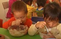 Nâng cao chất lượng bữa ăn bán trú trong những ngày đông rét