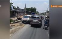 Ô tô chạy lấn làn, ép hai xe cứu thương dạt xuống lề đường