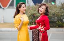 """Hồng Diễm và """"mẹ chồng"""" rạng ngời trong áo dài Tết"""