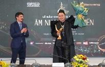 """Giải âm nhạc Cống hiến 2021: Tùng Dương giành """"cú ăn ba"""", Hoa  nở không màu là """"Bài hát của năm"""""""