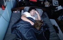 Streamer kiếm 16.000 USD chỉ bằng cách... nằm ngủ