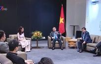 Chủ tịch Quốc hội gặp gỡ các doanh nhân trẻ người Việt