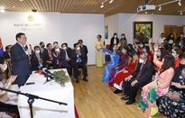 Chủ tịch Quốc hội gặp cộng đồng người Việt tại Phần Lan