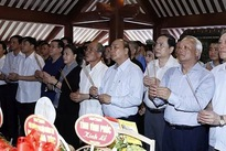 Government, NA leaders pay tribute to late President Ho Chi Minh