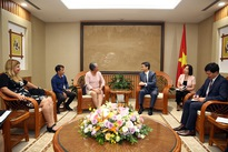 Deputy PM Vu Duc Dam welcomes Cuban official