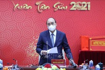 PM meets medical workers ahead of Tet festival