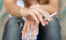 Không chỉ hút, tiếp xúc với đồ vật ám khói thuốc lá cũng rất nguy hại