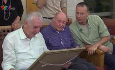 Cụ ông sống sót sau nạn diệt chủng Đức Quốc xã đoàn tụ với cháu trai sau gần 80 năm
